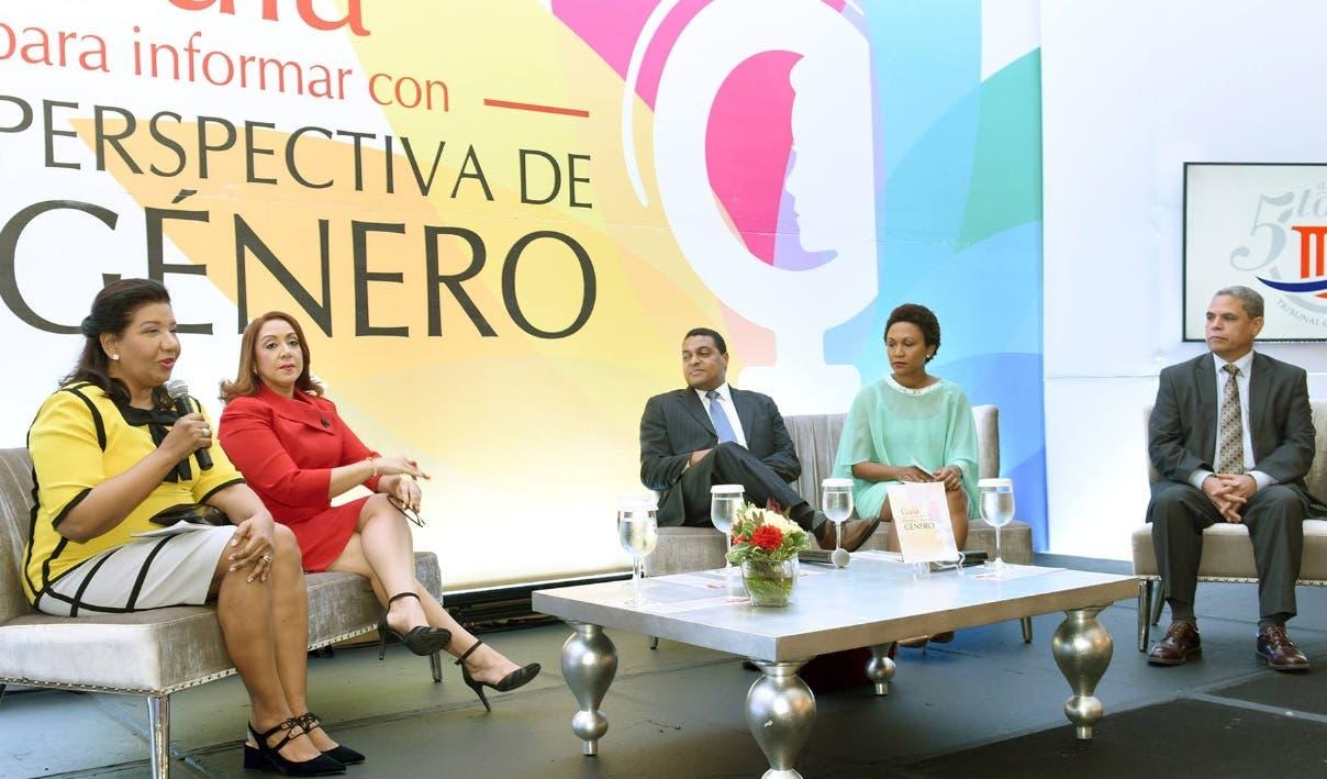 Leyda Piña, Katia Miguelina Jiménes,  José P. Monegro, Edith Febles y Adalberto Grullón.