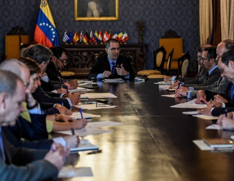 Socios rusos y chinos ayudarán gobierno de Nicolás Maduro.