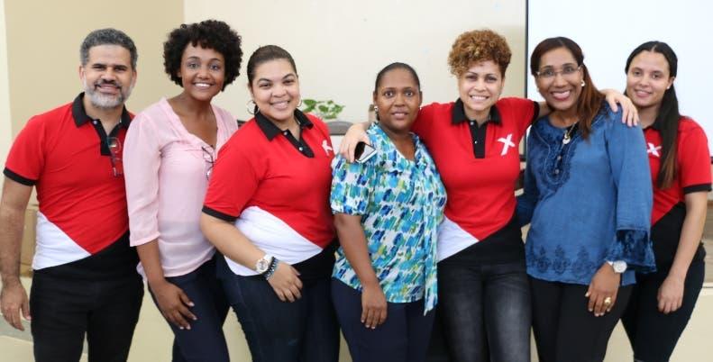 Elaine Féliz junto al equipo de trabajo de las jornadas.
