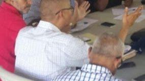 Dirigentes en una reunión.