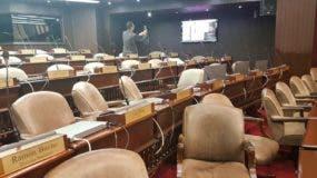 Así estaban los asientos en la  bancada  opositora cuando iniciaron las votaciones para el  proyecto.