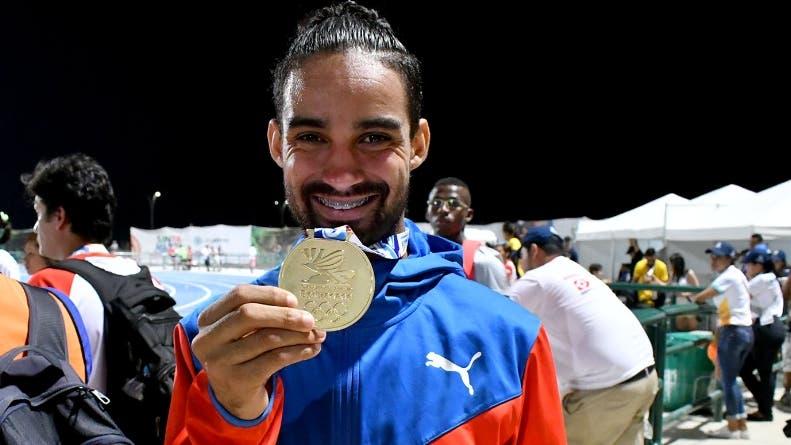 Luguelín Santos logra oro en los 400 metros planos Juegos Bolivarianos