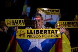 Los manifestantes se aglomeraron frente al palacio presidencial de Cataluña en Barcelona.