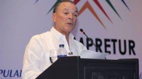 frank-rainieri-durante-la-conferencia-presentada-en-el-acto-de-adompretur