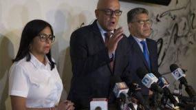 La delegación del Gobierno está integrada por Jorge Rodríguez, quien es ministro de Comunicación; Delcy Rodríguez, presidenta de la oficialista Asamblea Nacional Constituyente (ANC) y el chavista Elías Jaua. Foto de archivo.-