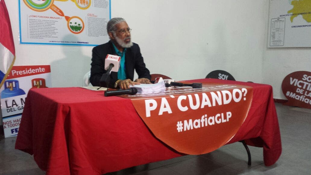 Juan Hubieres, presidente de FENATRANO, durante la rueda de prensa donde denunció una supuesta mafia en los combustibles. Foto: Ana Lantigua.