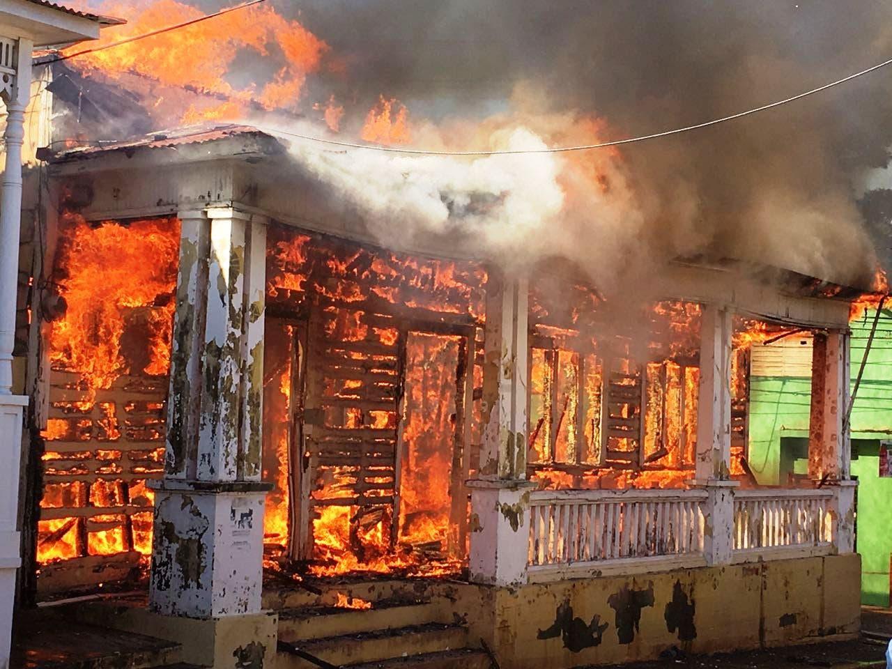 Incendio que destruyó casa victoriana en Puerto Plata fue provocado por manos criminales