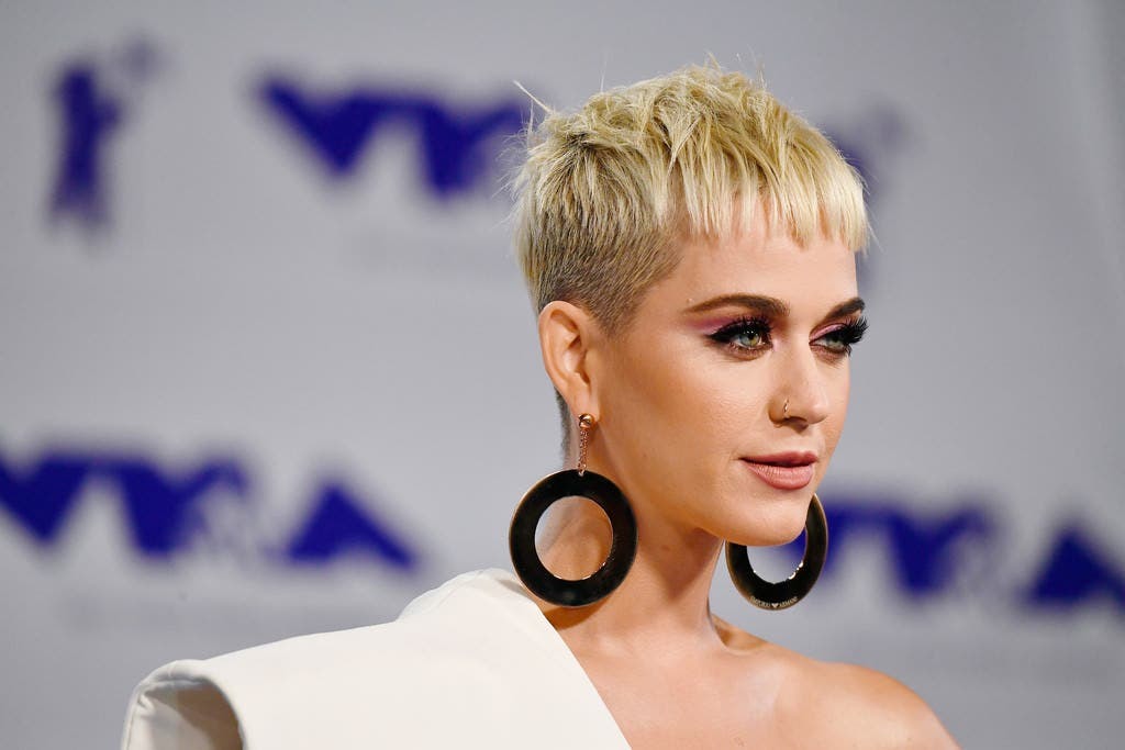 """Katy Perry versiona """"All You Need Is Love"""" de The Beatles"""
