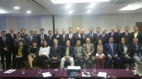 El doctor Trajano Santana, director de la ONDA, junto a los demás participantes en el cónclave.