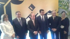 En el centro el empresario José Luis Corripio Estrada, junto a David Collado, Maridalia Hernández, José Antonio Molina y otros.