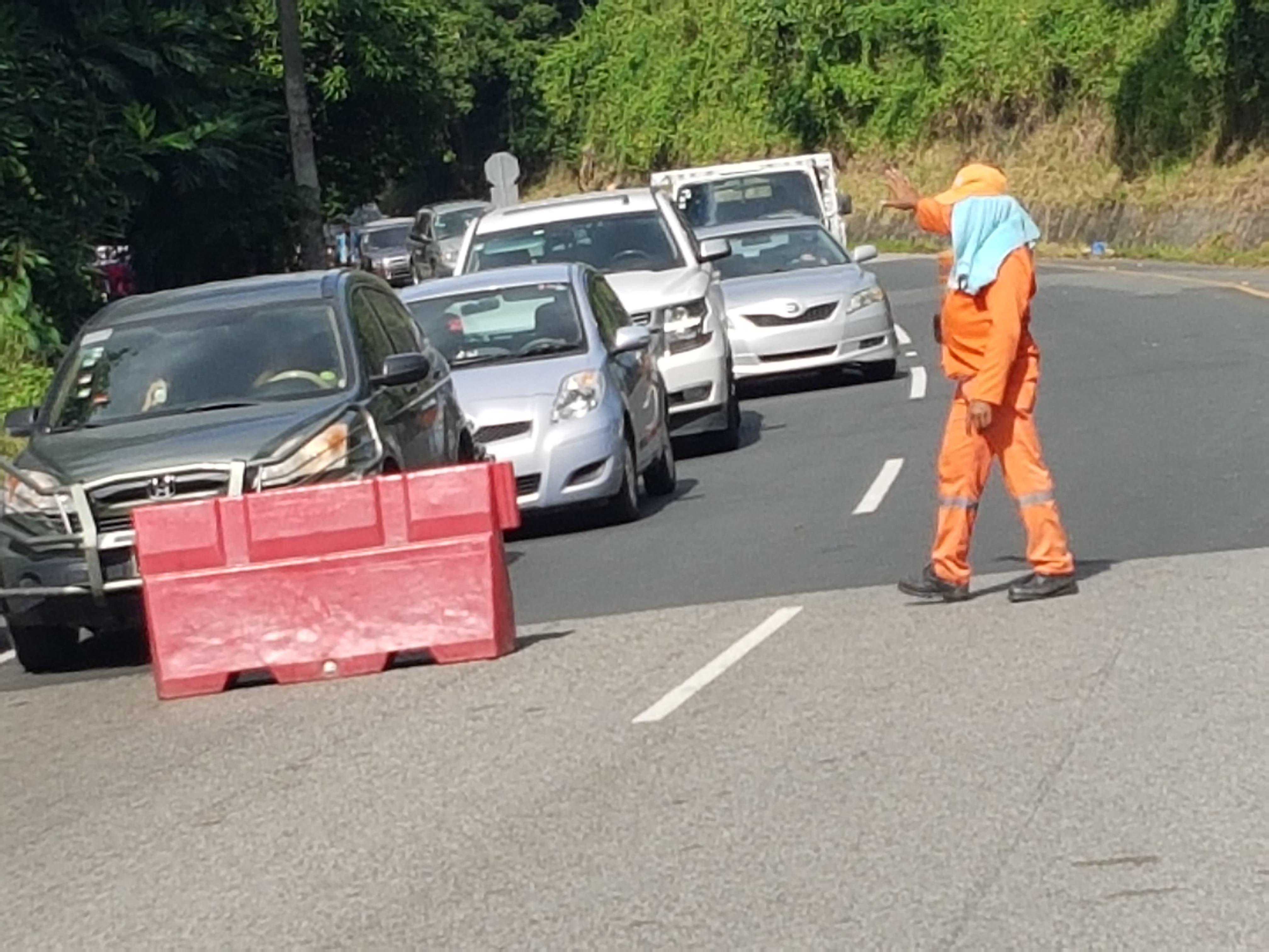 Habilitan tránsito en autopista Duarte afectado parcialmente por un alud