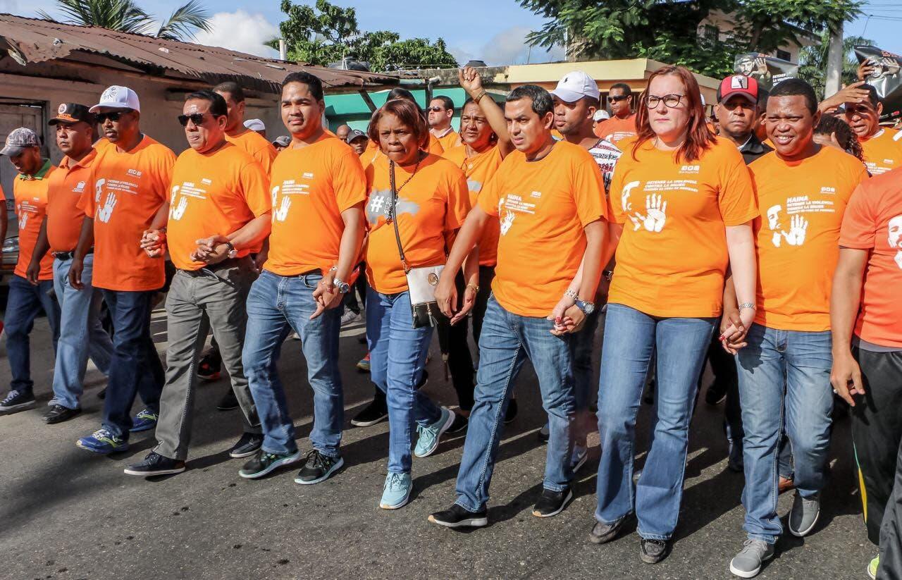 Cientos de hombres marchan en Haina por el fin de la violencia contra la mujer
