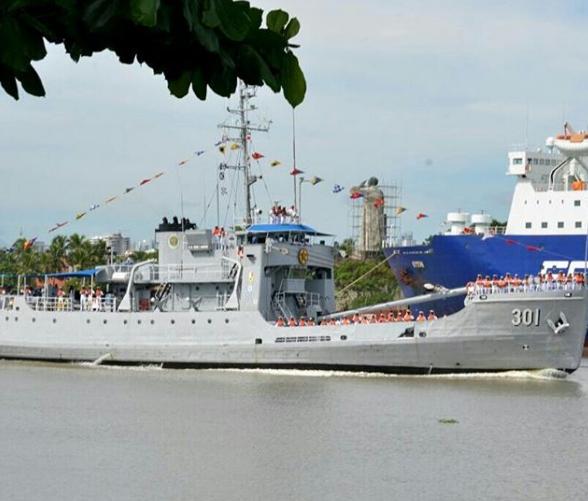 Comisión oficiales de la Armada recibe integrantes de crucero