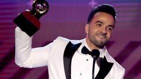 """El megaéxito """"Despacito"""" arrasó el jueves en los Latin Grammy con cuatro galardones."""