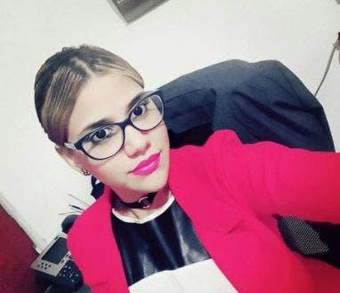 Geraldine Sánchez Baldera, de 28 años, fue llamada a su trabajo por el victimario para que supuestamente saliera a hablar con él, pero le disparó en la cabeza y luego emprendió la huida.