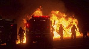 INCENDIOS EN CALIFORNIA DEJAN UN MUERTO Y FUERZAN MILES DE EVACUACIONES