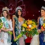 Ganadora de la belleza de Miss Venezuela 2017 Sthefany Gutierrez (C) posa para fotos junto a Veruska Ljubisavljevic (R) y Mariem Velazco en Caracas el 9 de noviembre de 2016. Sthefany Gutiérrez, estudiante de derecho de 18 años, que admira a la legendaria actriz Audrey Hepburn , se coronó el jueves como Miss Venezuela 2017.