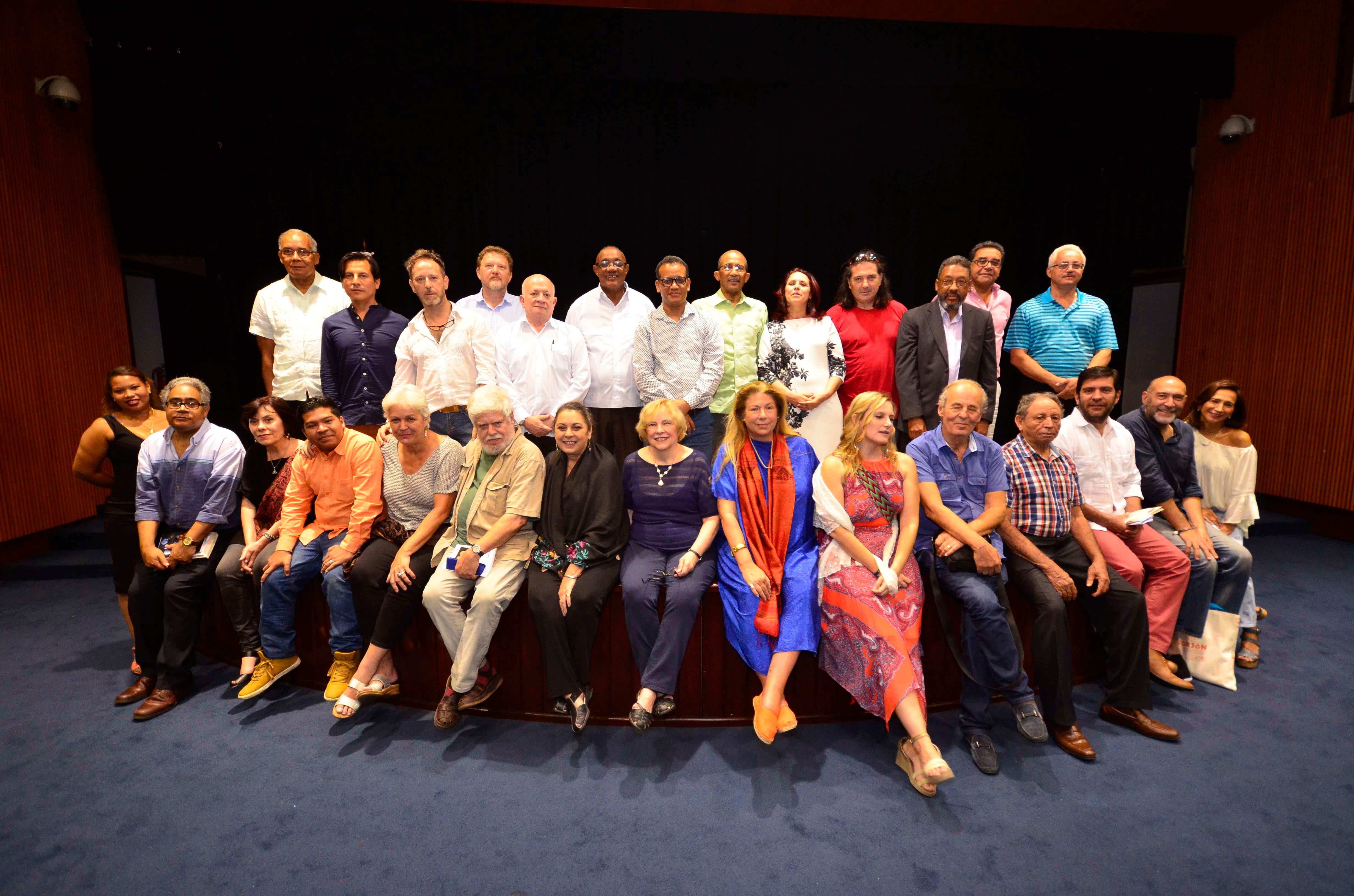 Poetas nacionales e internacionales participan en VI Semana Internacional de la Poesía