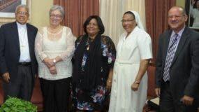 Representantes de la Iglesia católica y del Ministerio de Salud.