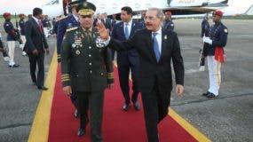 El presidente Danilo Medina regresó la tarde de ayer por la base aérea de San Isidro.