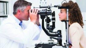 Especialista recomienda  que anualmente se les tome la presión de los ojos a estos pacientes.