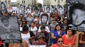 Los familiares de las víctimas protestan por el indulto concedido al expresidente Alberto Fujimori.