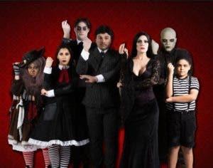 """Elenco del musical de """"La familia Addams""""."""
