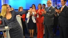 La periodista Nuria Piera junto al equipo con que laboró en CDN.