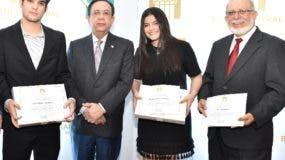 La entrega fue hecha por el gobernador Héctor Valdez Albizu.