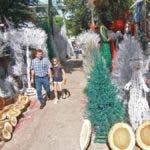 Junto a la venta de charamicos en los últimos años se ha popularizado la venta de chapas de samán.