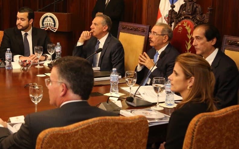 Presidente Medina juramenta Consejo Nacional de Competitividad