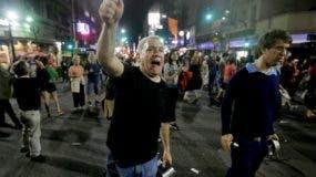 Los manifestantes se mantienen alzados contra el gobierno.