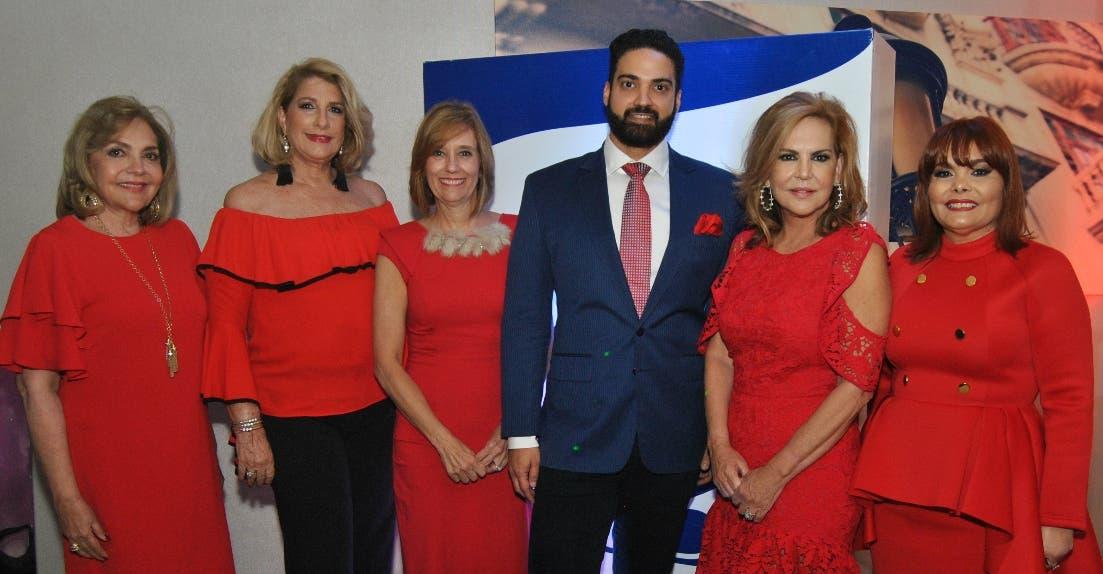 Rosa Amalia, Conchita Cabrera Vitienes, Claudia Defilló, Ángel Bergés, Claudia Messina y Rommy Grullón.