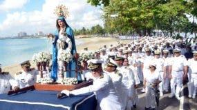 La imagen de la Virgen Nuestra Señora del Amparo a su llegada al apostadero de Sans Soucí.