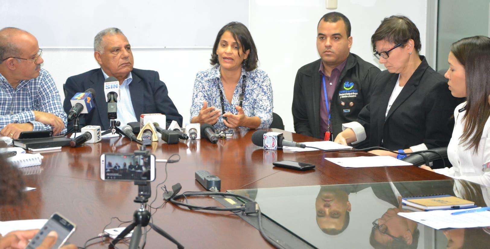 Las autoridades de salud recomendaron ayer a la población que no consuma  el referido ron para evitar casos lamentables.