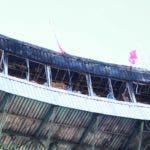 Así quedó el  área que sirve para las transmisiones de radio y televisión del estadio Quisqueya, luego del incendio del miércoles.