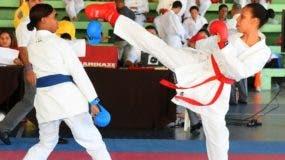 La acción corresponde a uno de los combates celebrados ayer en el torneo de taekwondo de los Juegos Nacionales Escolares.