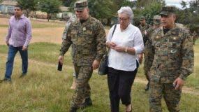 Los ministros de Salud Pública y  de Defensa estuvieron ayer en varias comunidades fronterizas.