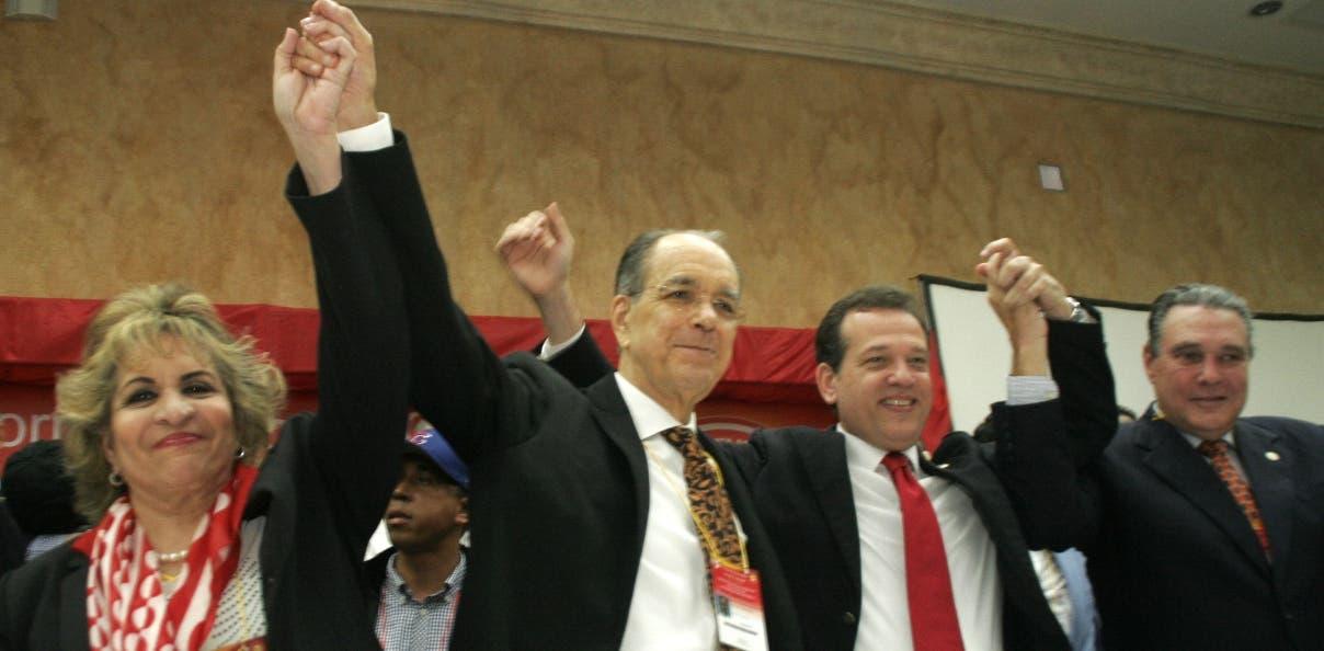 Parte de las autoridades que fueron electas en la asamblea de Bisonó, que fue  anulada.