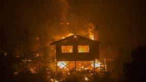 El incendio registrado en San Diego se suma a otros cuatro que azotan desde hace días el noroeste de Los Ángeles, donde ha dañado más de 200 edificios y provocado el cierre de escuelas y universidades.
