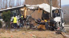 En el autobús viajaban 23 personas, incluida la conductora, que resultó herida y todavía no ha sido interrogada.
