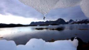 Un nuevo informe encuentra que el permafrost en el Ártico se está descongelando más rápido que nunca. El informe anual publicado el martes 12 de diciembre de 2017 también revela que el agua se está calentando y el hielo marino se está derritiendo al ritmo más rápido en 1.500 años en la cima del mundo. (AP Photo / John McConnico, archivo)