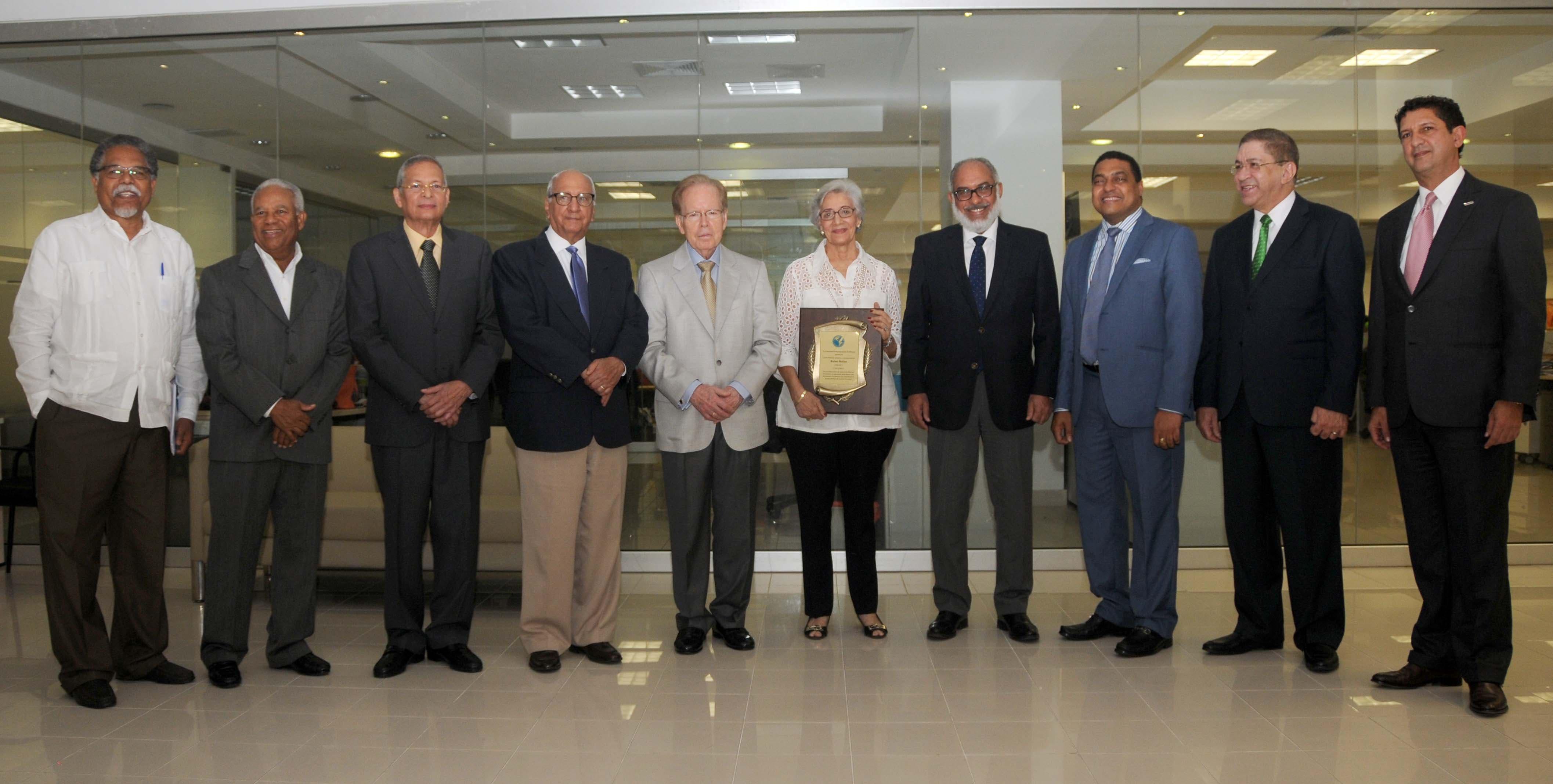 La SIP entrega a familia de Molina Morillo el reconocimiento póstumo a quien fuera su presidente