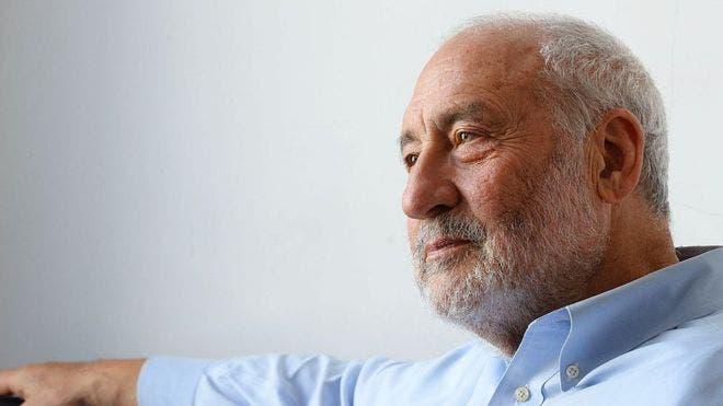 Por qué el Premio Nobel de Economía Joseph Stiglitz cree que se deben prohibir los bitcoins