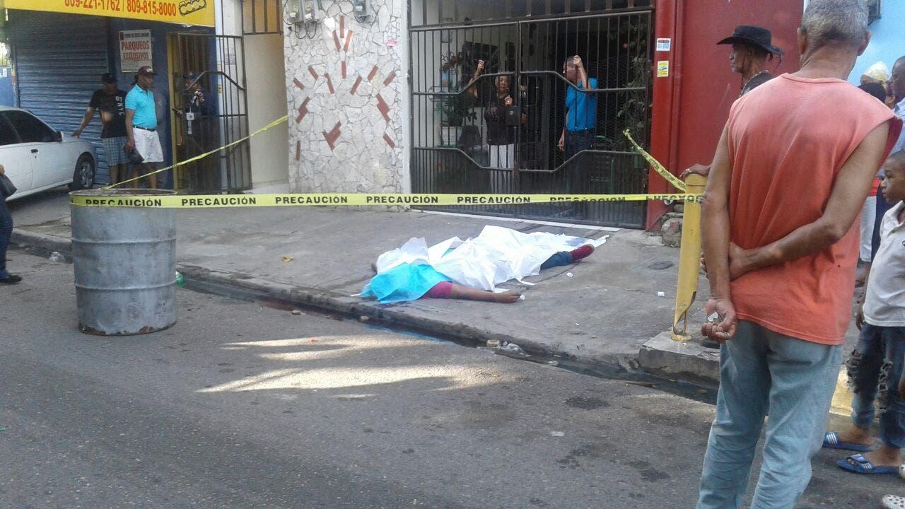 Investigan hallazgo de cadáver de un hombreen la calle Juan Erazo