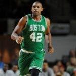 Al Horford de los Celtics de Boston durante la primera mitad de un partido de baloncesto de pretemporada de la NBA, martes, 4 de octubre de 2016. AP