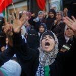 En Palestina mujeres  toman parte en una protesta contra la decisión del presidente estadounidense Donald Trump de reconocer a Jerusalén como la capital de Israel, en la ciudad de Gaza. AFP