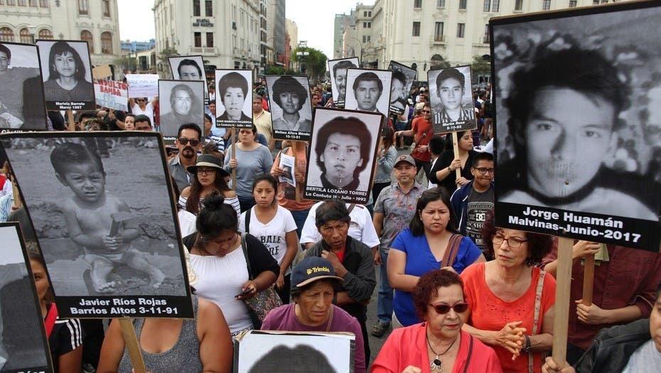 Familiares de víctimas marchan por anulación de indulto a Fujimori