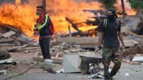 La demora en el anuncio de los resultados ha derivado en escenas de protestas y violencias. BBC.