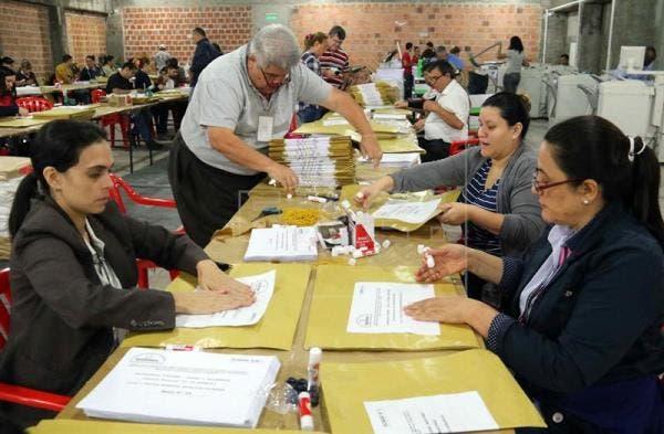 Abdo lidera votos de Partido Colorado paraguayo para candidatura a presidente